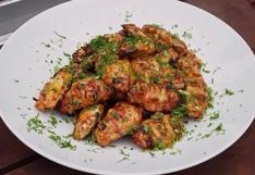 Alitas de pollo a la parrilla con sabor peruano