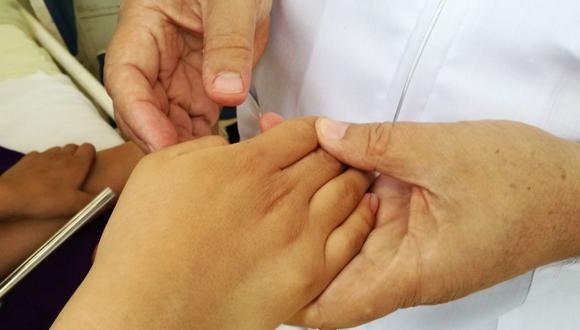 Se recomienda a los padres  abrigarlos adecuadamente y evitar la humedad. (Foto: Difusión)