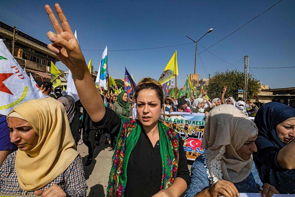 """Los kurdos sirios pidieron a Rusia que facilite el """"diálogo"""" con el régimen sirio tras las amenazas de una invasión turca. (AFP / Evidencia SOULEIMAN)."""