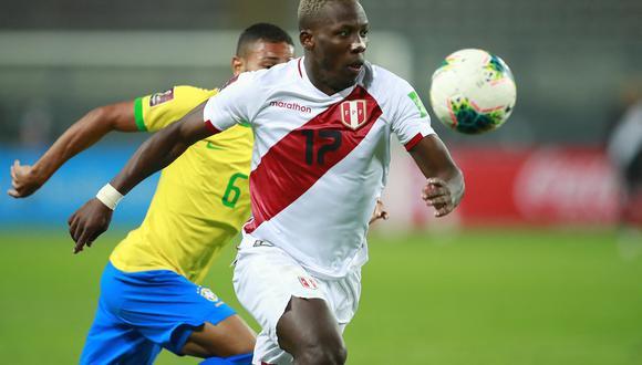 Advíncula ha jugado los cinco partidos de Perú en lo que va de las Eliminatorias Qatar 2022. (Foto: EFE)