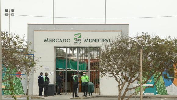 El mercado municipal de San Isidro cerró sus puertas a causa de casos positivos de COVID-19. (Foto: GCE)