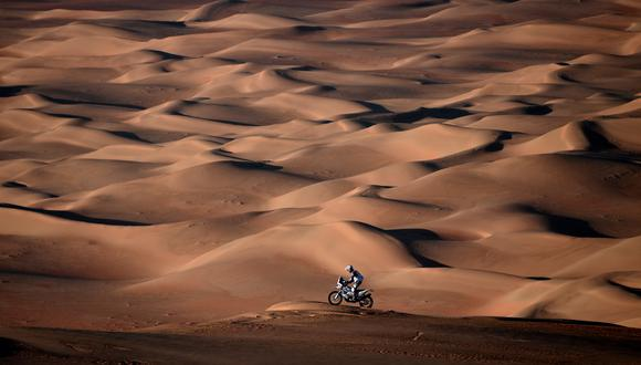 Los moteros más aventureros del Dakar. (Foto: AFP)