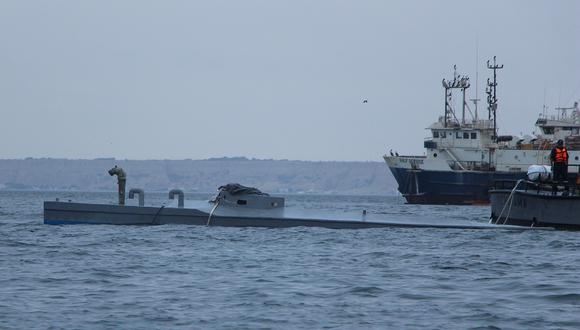 El narcosubmarino fue remolcado desde el domingo hacia las costas de Paita, adonde llegó el último miércoles a las 6:30 a.m. (Foto: Ralph Zapata)