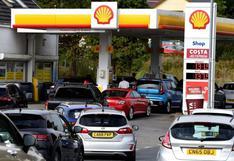 ¿Por qué hay largas filas de autos en las gasolineras del Reino Unido?