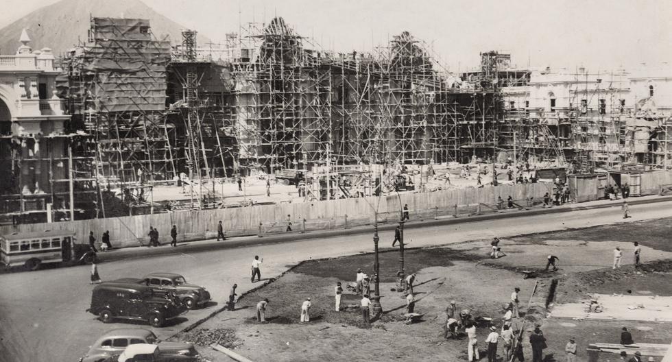 En 1938, luego de varias marchas y contramarchas, el actual Palacio de Gobierno es inaugurado. Arquitecto de la obra es Ricardo de Jaxa Malachowski, con trabajos de previos de Claude Sahut. (Foto: Archivo Vladimir Velásquez / Proyecto Lima Antigua).