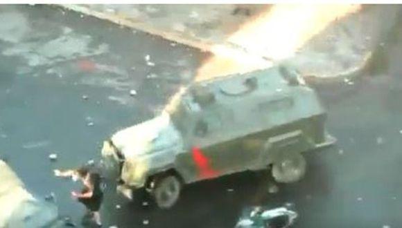 El joven Oscar Pérez fue atropellado por dos vehículos de Carabineros de Chile conocidos como zorrillos. (Twitter).