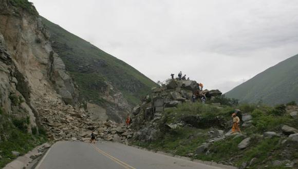 Churín: minivan que llevaba a unos 15 pasajeros quedó sepultada