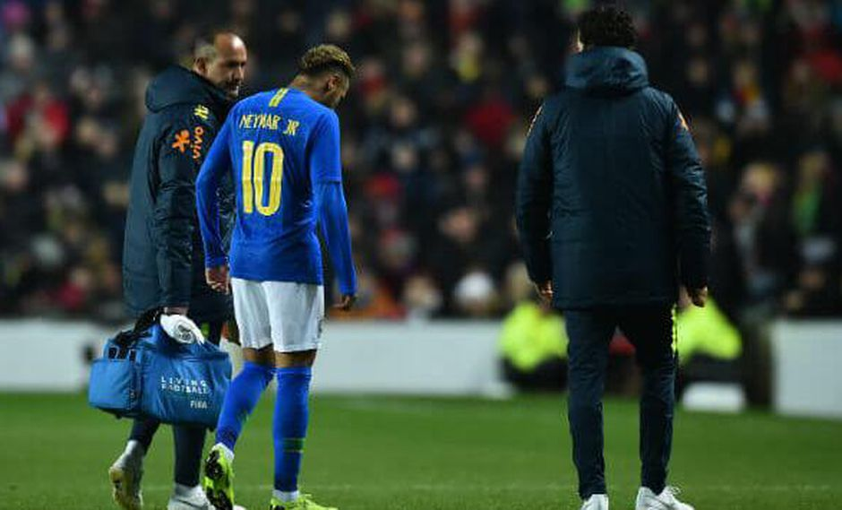 A través de sus redes sociales, Neymar tranquilizó a todos aquellos que se preocuparon por su lesión en el Brasil vs. Camerún. (Foto: AP)