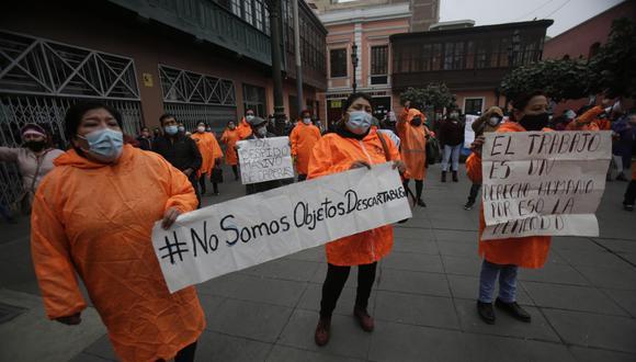 Trabajadoras de limpieza han venido protestando durante varios días en las calles del Centro de Lima por medidas aplicadas por el municipio. (Foto: César Grados)