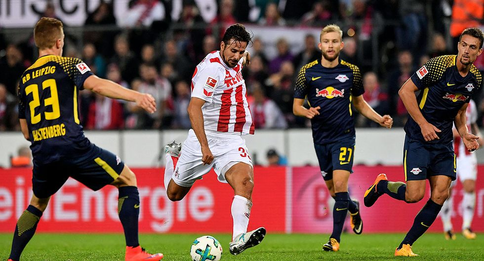 Cologne (Germany), 01/10/2017.- Cologne's Claudio Pizarro (2-L) in action during the German Bundesliga soccer match between FC Cologne and RB Leipzig at Rheinenergiestadion in Cologne, Germany, 01 October 2017. (Colonia, Alemania) EFE/EPA/SASCHA STEINBACH EMBARGO CONDITIONS - ATTENTION: Due to the accreditation guidelines, the DFL only permits the publication and utilisation of up to 15 pictures per match on the internet and in online media during the match.