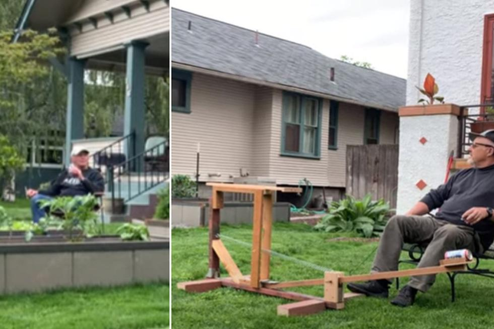 El hombre, al saber que su amigo quería cerveza, decidió usar su catapulta. (YouTube: ViralHog)