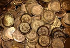 Bitcoin cae a mínimo de 10 días, arrastra a la baja a criptomonedas menores