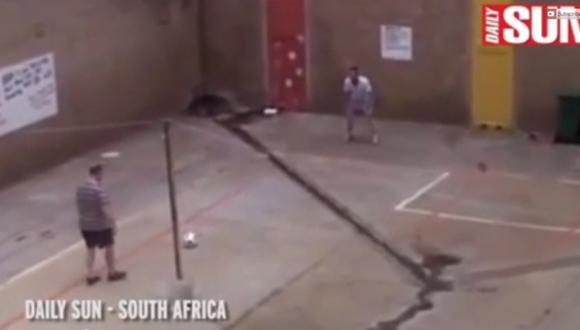 Pistorius juega fútbol en la cárcel con un peligroso criminal