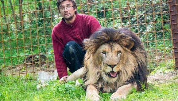 Michal Prasek había comprado al león en 2016 y le construyó una jaula en su casa.