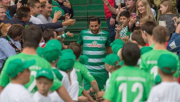 Así fue una de las bienvenidas de Pizarro en el Bremen. (Foto: Werder Bremen)