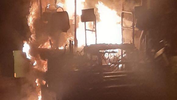 Una máquina usada para aplicar asfalto fue quemada en la madrugada por desconocidos. Alcalde del distrito de Cáceres del Perú sospecha que es una amenaza.