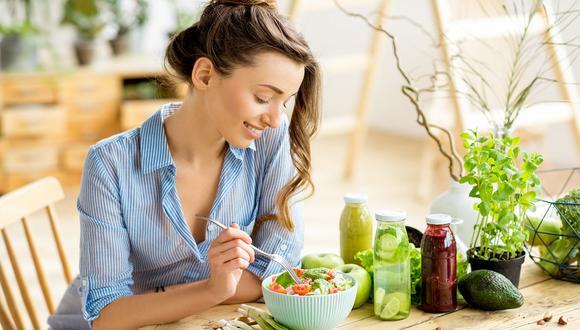 El consumo excesivo y desordenado de alimentos puede desencadenar desde problemas dermatológicos hasta musculares. (Foto: shutterstock)