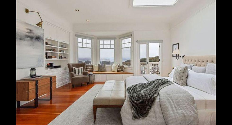 El dormitorio principal es amplio y acogedor. Desde aquí, a través de amplios ventanales, unos puede conectarse con la naturaleza exterior. (Foto: Realtor)