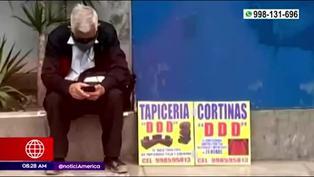 Ancianos ofrecen servicios de tapicería y gasfitería para sobrevivir en tiempos de pandemia