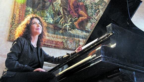 Katia Labèque comenzó su formación como pianista a los 3 años. Su madre fue su primera maestra.
