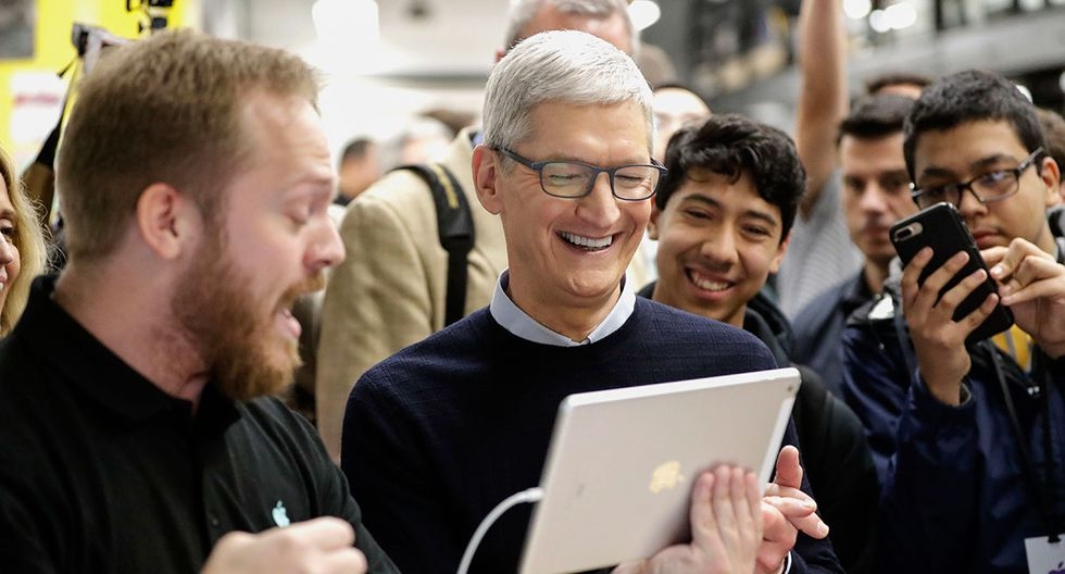 Apple CEO Tim Cook smiles as he watches a demonstration on the new iPad at an Apple educational event at Lane Technical College Prep High School Tuesday, March 27, 2018, in Chicago. (AP Photo/Charles Rex Arbogast)