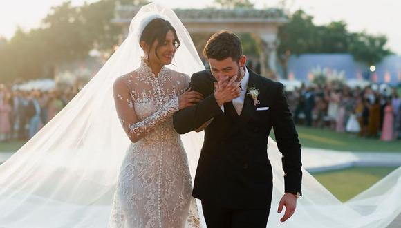 Priyanka Chopra usó un espectacular vestido de novia el día de su boda con Nick Jonas. (Foto: @nickjonas)