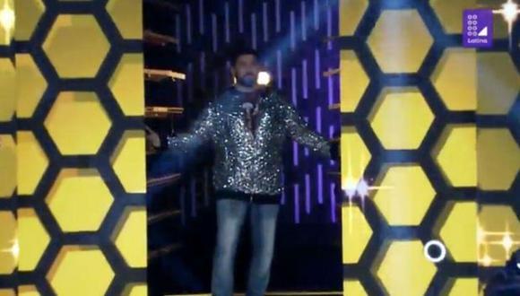 """El salsero Jerry Rivera apareció de sorpresa sobre el escenario de """"Los 4 Finalistas"""". (Foto: Captura de video)"""