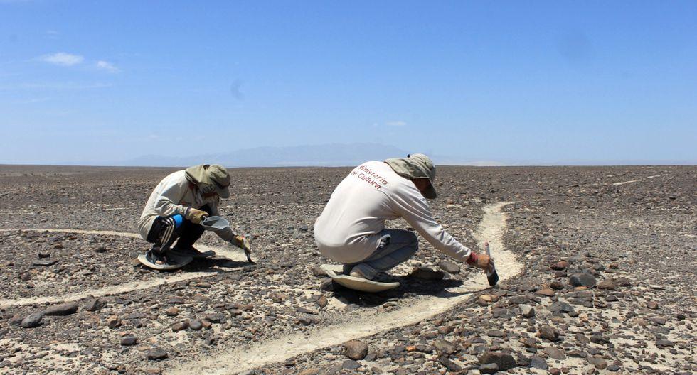 El Ministerio de Cultura contrata a trabajadores iqueños que conocen bien la pampa de Nasca para limpiar las famosas líneas. (Foto: Luis García Bendezú / El Comercio)