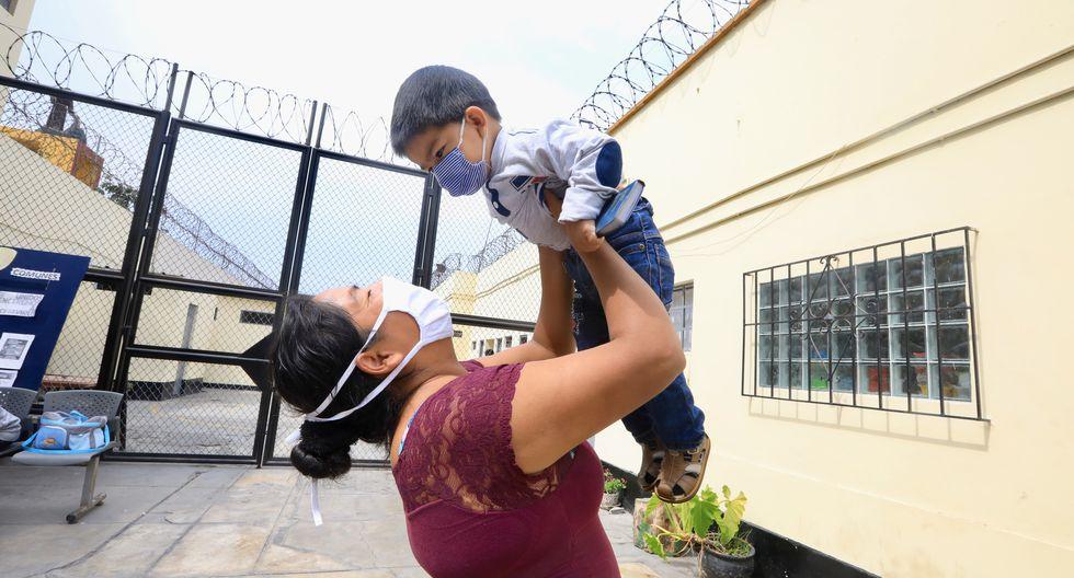 Juliana es una de las internas indultadas debido al COVID-19 en los penales. Ella salió del penal de Chorrillos junto a su hijo. (Foto: Minjus)