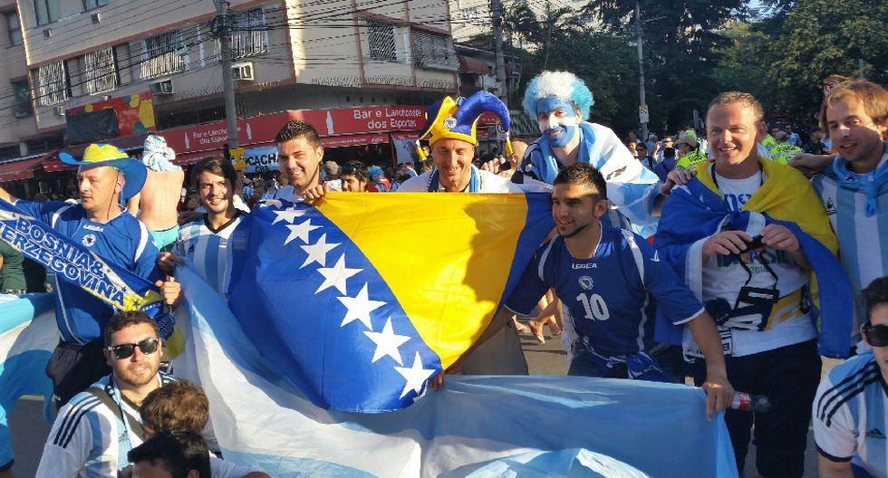 'Maradona', el 'Papa Francisco' y miles alientan a Argentina - 18