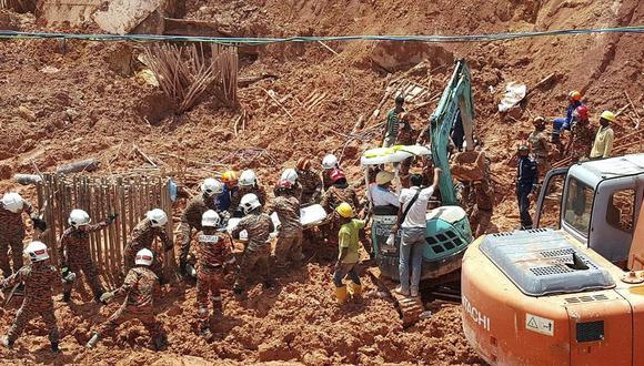 El incidente se registró el sábado, luego que una colina adyacente a la parcela en obras en Tanjung Bungah, al noroeste de Malasia, se desprendió. (AP)