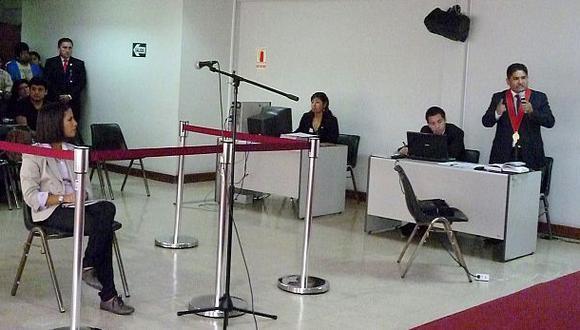 Eva Bracamonte abandona audiencia por problemas de salud