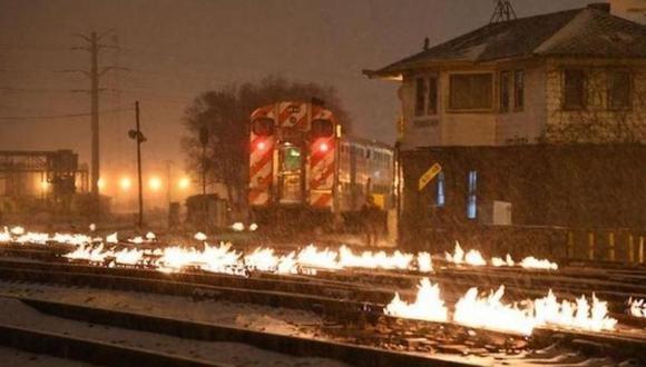 Ola de frío ártico en Estados Unidos: así incendian las vías del tren en Chicago para combatir el frío.