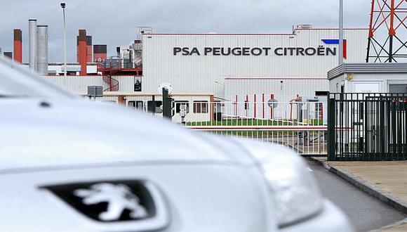 Peugeot acepta rescate económico y pierde 17% de sus acciones