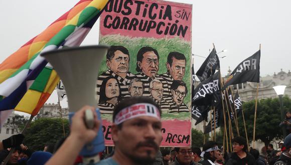 Transparencia Internacional publicó su encuesta Barómetro Global de la Corrupción, donde se señala que un 65% de peruanos cree que la corrupción ha aumentado en el último año. (AFP).