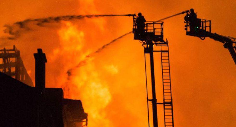 Escocia: Fuego arrasa edificio de la prestigiosa escuela de arte de Glasgow.