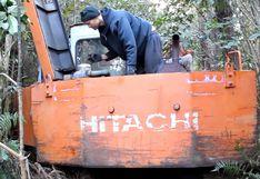 Hombre halla una excavadora abandonada en el bosque y se lleva una gran sorpresa al acercarse