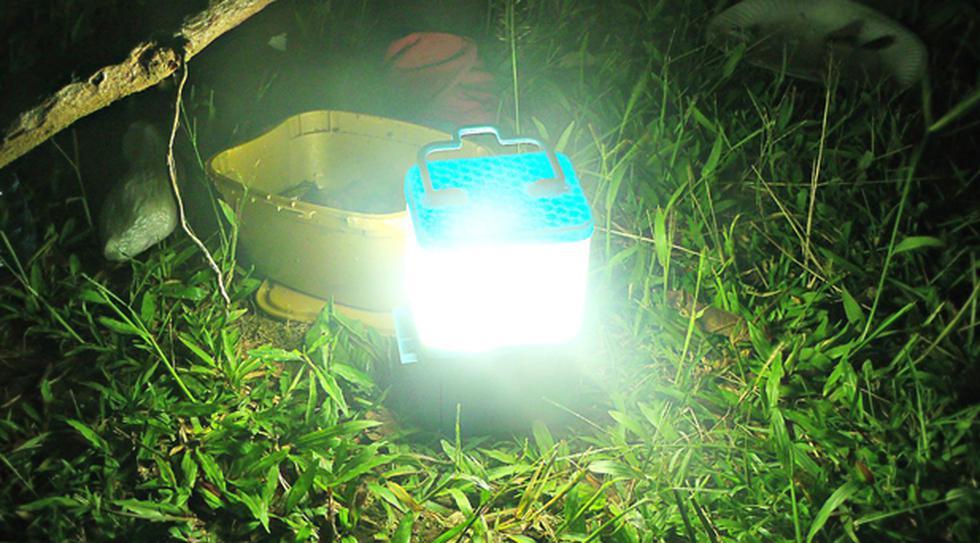 Disfruta de un campamento seguro con esta lámpara a sal - 1