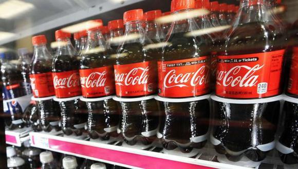 Por primera vez en sus más de 135 años de historia, Coca-Cola lanzó al mercado una bebida alcohólica. (AFP)