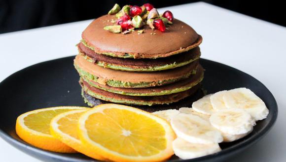 No temas disfrutar sabores diferentes y combinaciones para tus tradicionales hot cakes. Tanto el aguacate como el plátano le darán un gran sabor. (Foto: pexels)