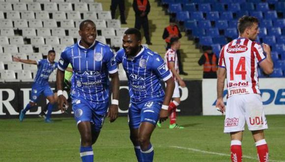 Ayoví y el 'Morro' García celebrando un gol con la camiseta del 'Tomba'. (Foto: Godoy Cruz)