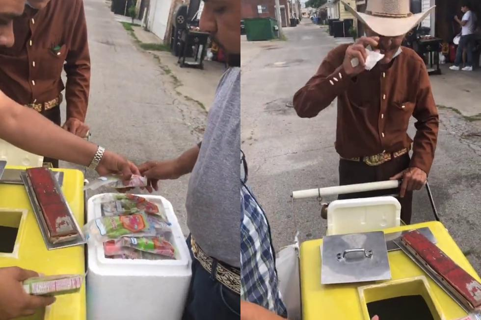 Un video viral muestra el desinteresado gesto de una familia del lado sur de Chicago, Estados Unidos, con un anciano que vende paletas heladas en su comunidad al que quieren ayudar para que ya no tenga que trabajar más. (Fotos: @miklo_98 en TikTok)