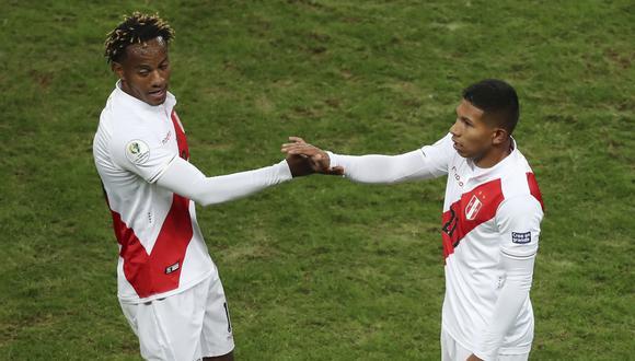 Carrillo y Flores fueron de jugadores que sumaron en la bolsa de minutos en Alianza y Universitario, respectivamente. También tuvieron presencia en los equipos de reserva de sus clubes. (Foto: AP)