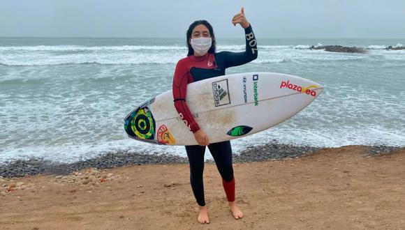 Daniella Rosas fue la primera surfista federada en retornar a las actividades en el mar en medio de la pandemia por el coronavirus | Foto: IPD