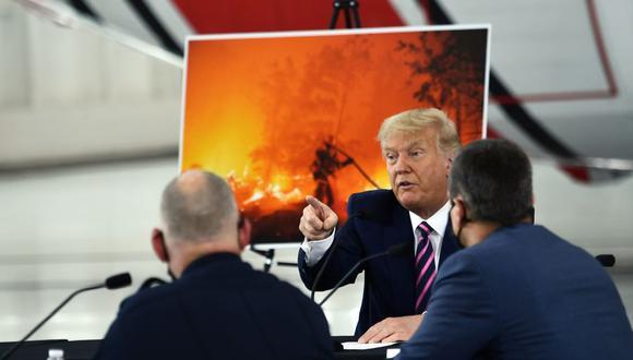El presidente de Estados Unidos, Donald Trump, habla durante una sesión informativa sobre incendios forestales con funcionarios locales y federales en Sacramento, California. (Foto de Brendan Smialowski / AFP).