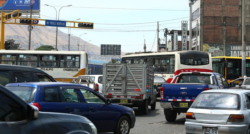 Los 10 semáforos de este óvalo dejaron de funcionar en el 2013, pero la MML no lo solucionó. Actualmente, el funcionamiento de estos dispositivos recae en la ATU (Foto: Alessandro Currarino)