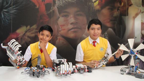 Alumnos de COAR crean brazo robótico controlado con la voz