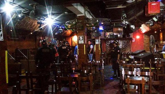 Operativo de la PNP permitió también multar a 71 personas que incumplían restricciones por la pandemia en diversos bares de la zona. (Foto: GEC)