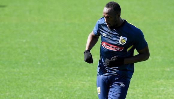 Bolt entrenó para su debut como profesional aunque no sabe en qué posición jugará. (Foto: AFP)