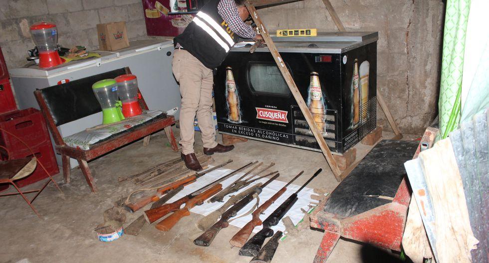 Luego del registro de ley, se hallaron 15 escopetas sin el número de serie, así como piezas de escopetas y carabinas, según informó  la DIVIAC. (Foto: Manuel Calloquispe)